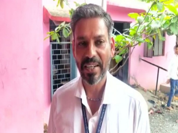 Peon Vasudev Panchal who teaches Sanskrit at Government High School in Bhopal speaking to ANI on Wednesday. (Photo/ANI)