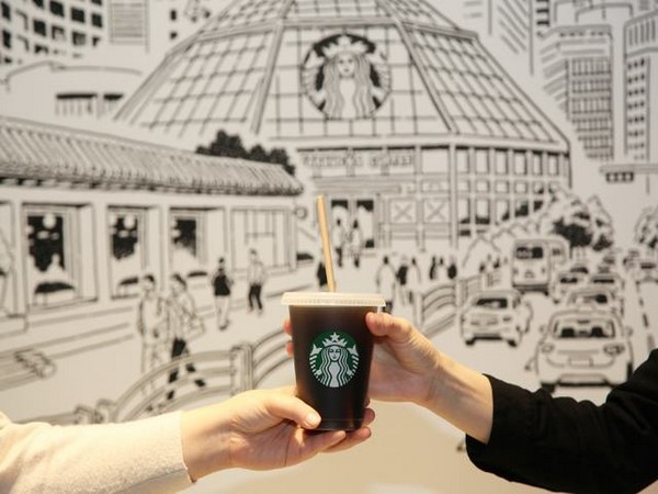 Shinsegae Group is negotiating to buy additional shares in Starbucks. (Photo: NEWSIS)