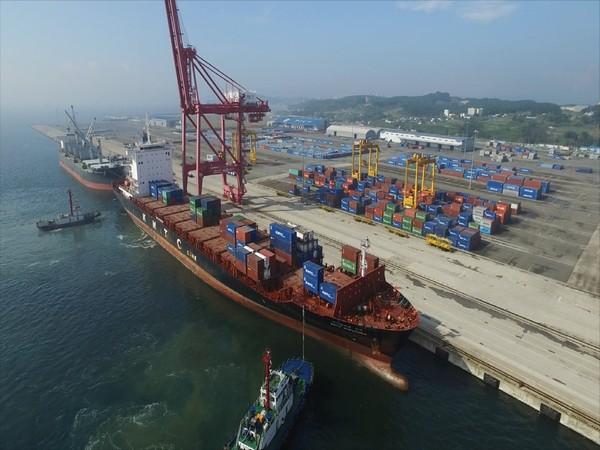 Pohang Yeongilman Port, a base for export and import in the East Sea of Gyeongsangbuk-do. (Photo/Gyeongbuk-do)