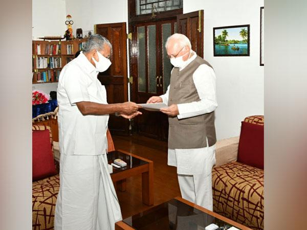 Visual of Kerala CM Pinarayi Vijayan submitting his resignation to Kerala Governor, Arif Mohammad Khan (Photo/Twitter)