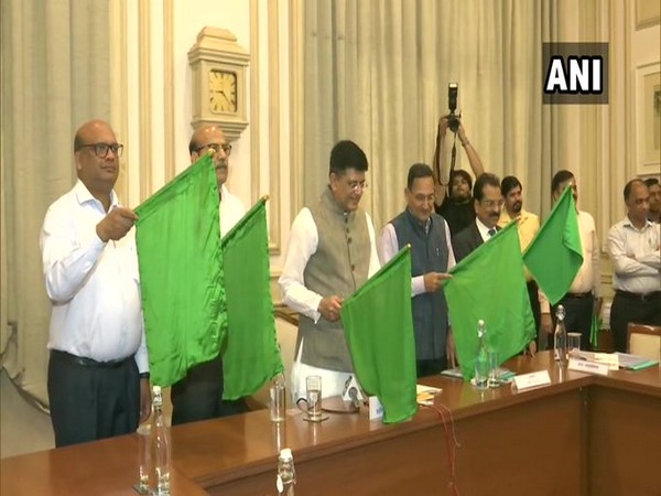 Union Minister for Railways Piyush Goyal on Tuesday flagged off Madhupur (Jharkhand)- Anand Vihar (Delhi) Humsafar Express. Photo/ANI
