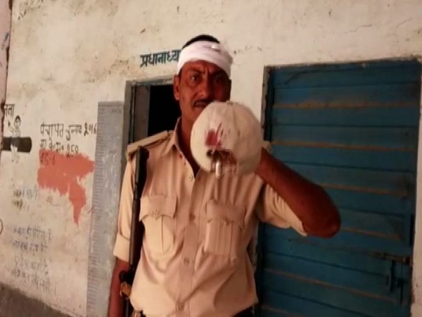 A police officer on polling duty, who was attacked in Bihar's Arrah,for preventing bogus voting on Sunday. Photo/ANI