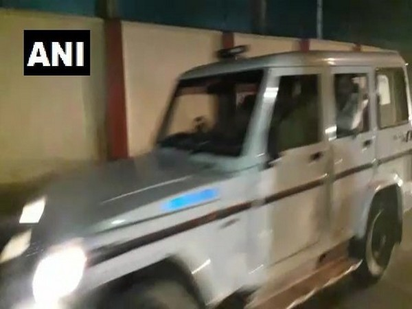 The two accused held in Kamlesh Tiwari murder case being brought to Lucknow from Ahmadabad. (Photo/ANI)