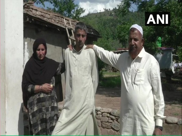 Mohd Ilyas (in middle) with his parents in Pooch, Jammu and Kashmir.