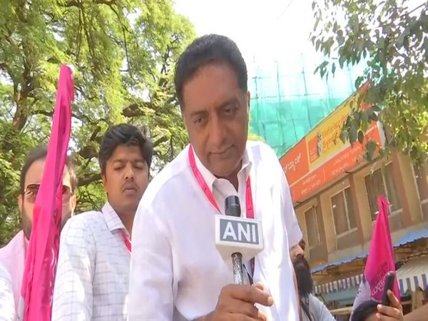 Prakash Raj speaking to ANI in Bengaluru. Photo/ANI