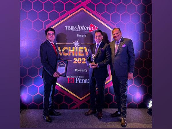 Nimish Trivedi,  Rajeev Tiwari and Vikas Bansal with the award