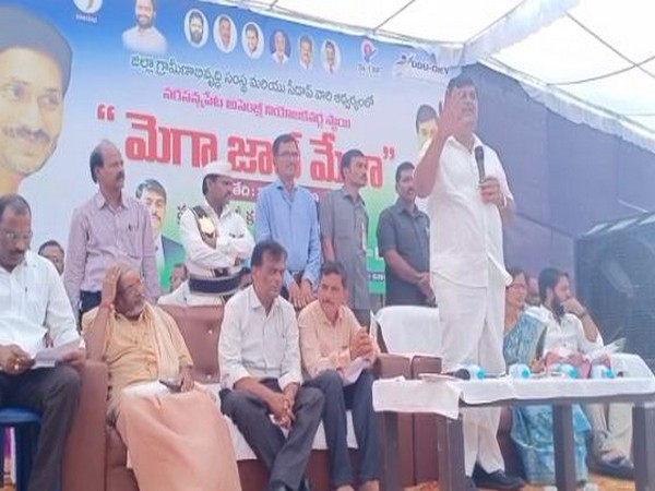 Minister of roads and building in the Andhra Pradesh government, Dharmana Krishna Das speaking at the job fare Narasannapeta town on Saturday. Photo/ANI