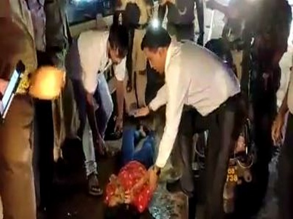Chief Minister Pramod Sawant came to the rescue of an accident victim on Friday.