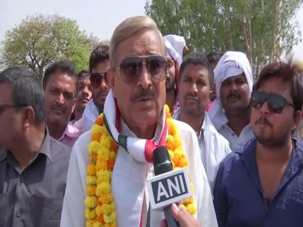 Congress leader Pramod Tiwari campaigning for candidate Ratna Singh in Pratapgarh on Tuesday