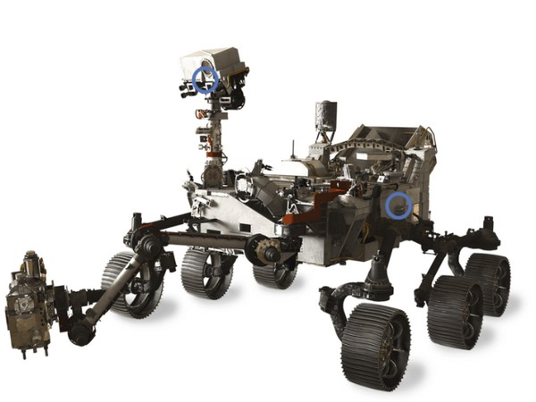 Perseverance has 2 microphones, circled on this rendering of NASA's Curiosity rover. (Image credits: NASA / JPL)