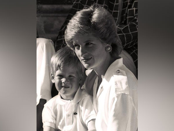 Childhood photo of Prince Harry with his mother Princess Diana