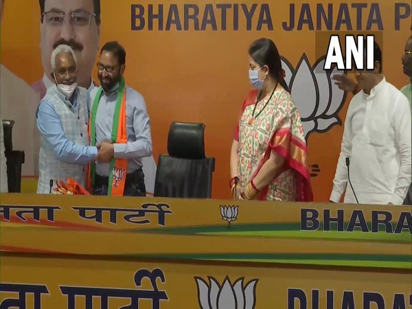 Pritam Singh Panwar with BJP leaders (Photo/ANI)