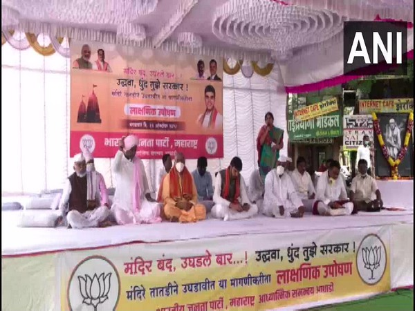 BJP workers staged protest outside temples in Maharashtra on Tuesday. (Photo/ANI)