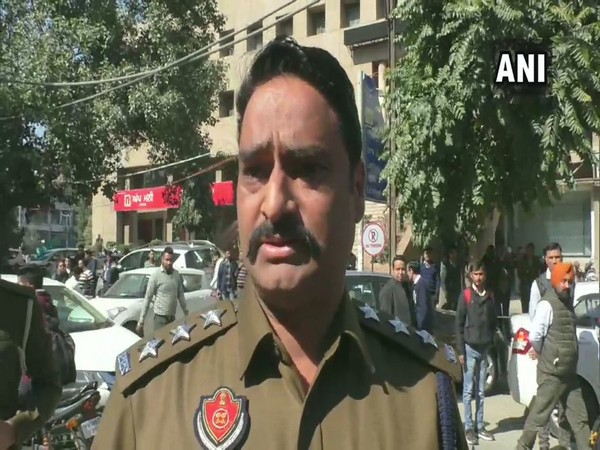 SP Jitendra Chopra taking to ANI over the robbery which took place near Police Commissioner's Office in Ludhiana on Saturday.