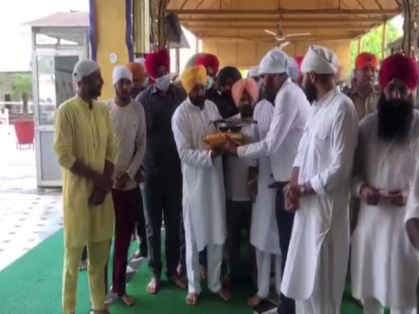 Visual of CM designate Charanjit Singh Channi at Gurudwara Shri Katalgarh Sahib, Chamkaur Sahib (Photo/ANI)