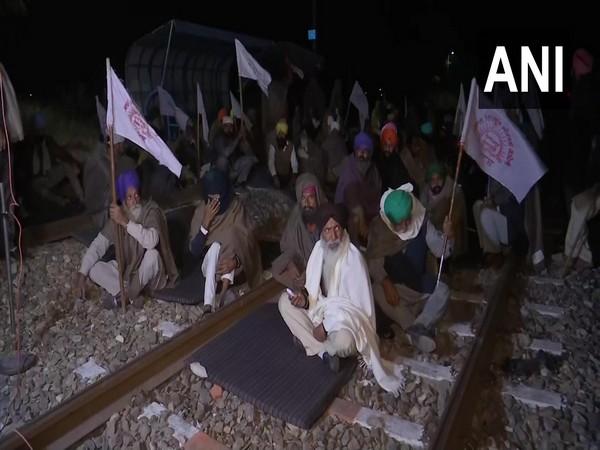 Kisan Mazdoor Sangharsh Committee members block railway tracks in Amritsar's Jandiala Guru on Tuesday morning. (Photo/ANI)