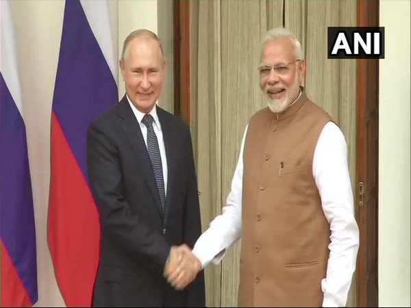 Russian President Vladimir Putin with Prime Minister Narendra Modi during his visit in October, 2018 (file photo)