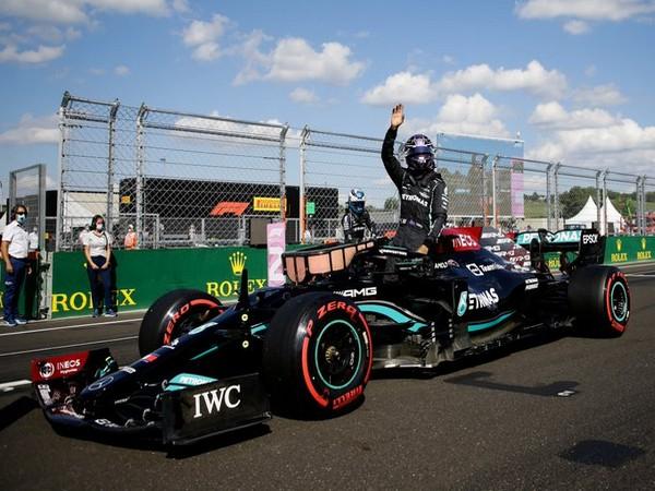 Lewis Hamilton takes pole (Photo/ Formula 1 Twitter)