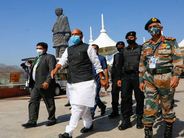 Union Minister Rajnath Singh visits Statue of Unity (Photo/Twitter)