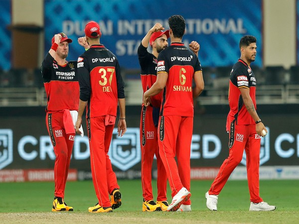 RCB players celebrating after taking a wicket (Photo/IPL Twitter)