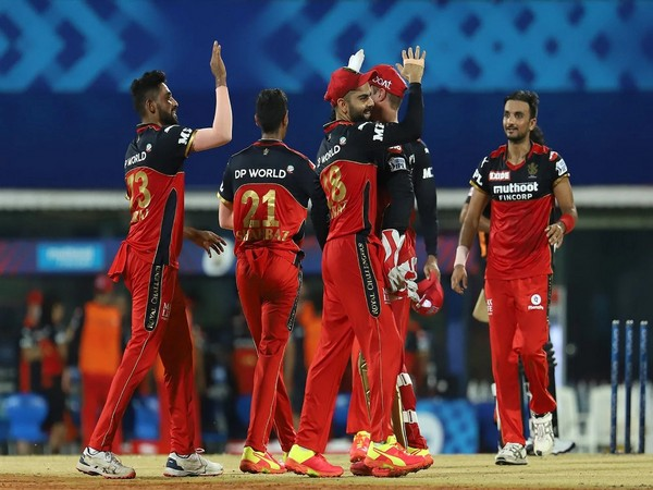 RCB players celebrate after the win against SunRisers Hyderabad (Photo/ iplt20.com)
