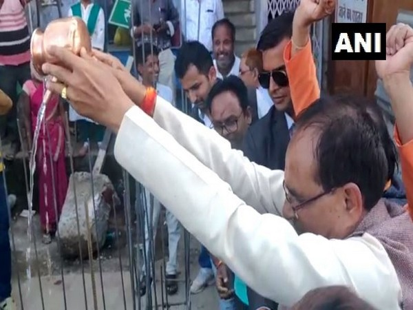 MP: Shivraj Chouhan performs puja at place where Chhatrapati Shivaji Maharaj statue was removed