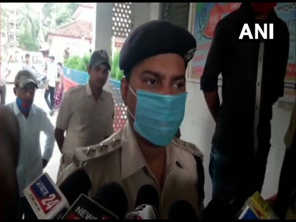 Bihar DSP Anand Pandey addressing the media today. (Photo/ANI)
