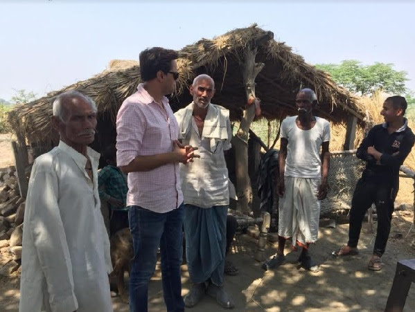 RJ Raunac convincing the villagers of Dalelpur to cast vote