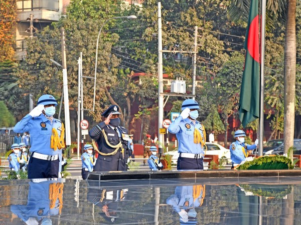 Air Chief Marshal RKS Bhadauria paying tribute to Bangladesh Armed Forces at Shikha Anirban (Twitter)