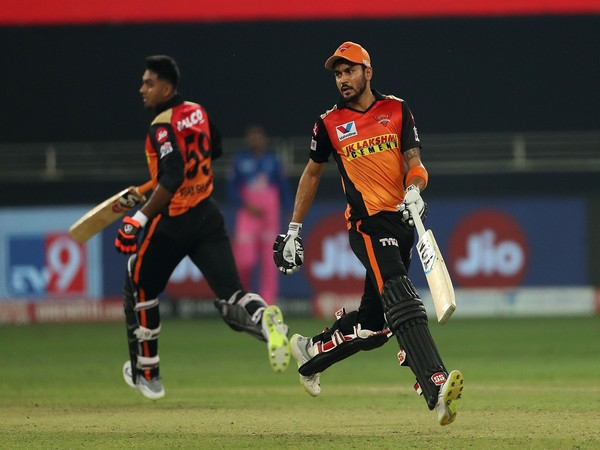 Manish Pandey and Vijay Shankar in action against Rajasthan Royals (Photo/ iplt20.com)
