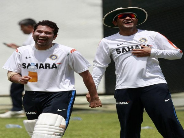 Sachin Tendulkar (L) and Virender Sehwag (R)