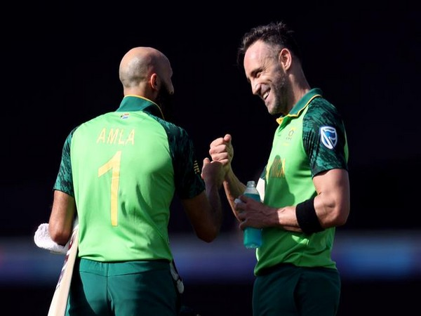 South Africa batsmen Hashim Amla (left) and skipper Faf du Plessis (right)