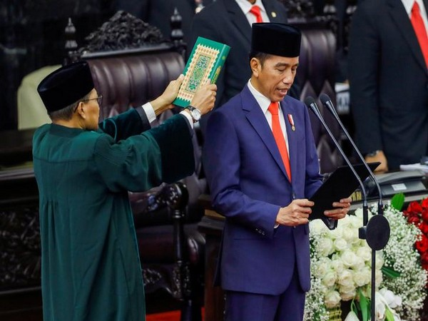 Indonesian President Joko Widodo is sworn in during his presidential inauguration for the second term, at the House of Representatives building in Jakarta on Sunday. Photo/Reuters.