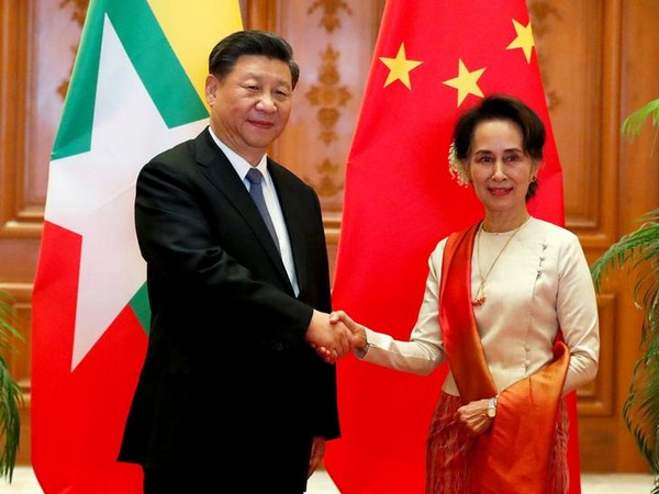 Chinese President Xi Jinping and Myanmar State Counsellor Aung San Suu Kyi