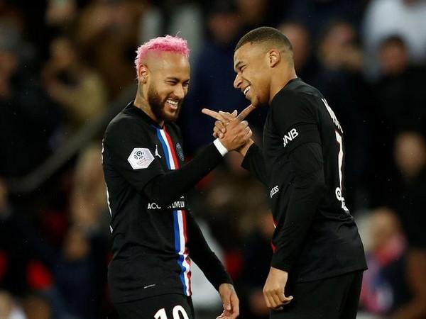 Paris Saint-Germain's Neymar (left) with Kylian Mbappe (right)