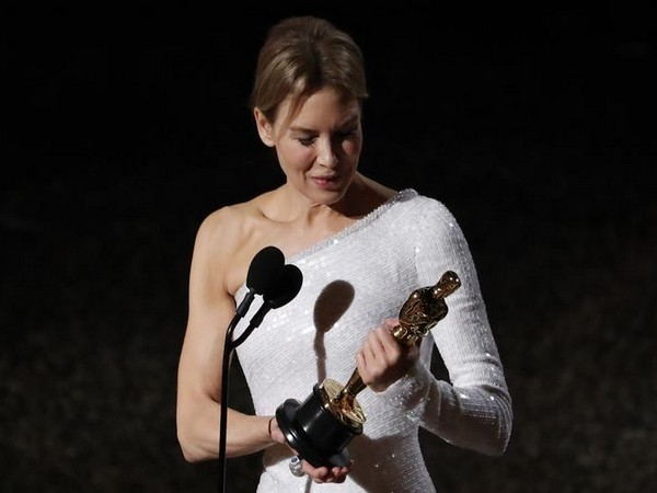 Renee Zellweger winning the Oscar Award for 'Judy'