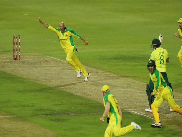 Australia's Ashton Agar celebrates taking the wicket of South Africa's Dale Steyn