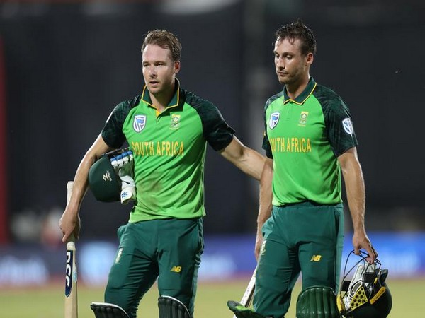 South Africa's David Miller and Janneman Malan in action against Australia