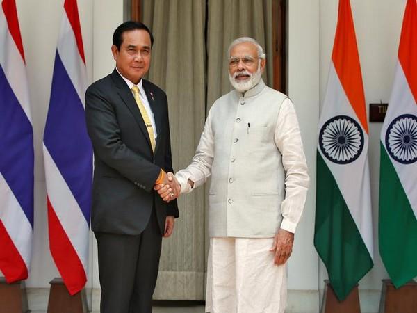 Prime Minister Narendra Modi (R) with his Thailand counterpart Prayuth Chan-ocha (L)