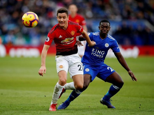 Manchester United's Ander Herrera in action with Leicester City's Nampalys Mendy