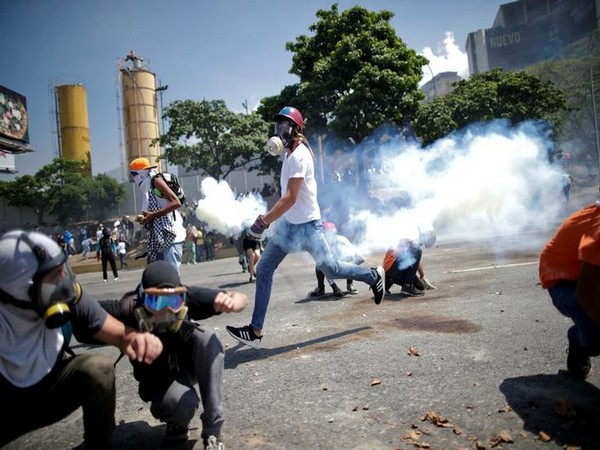 Venezuelan protesting against President Nicolas Maduro on Tuesday (Photo: Reuters)