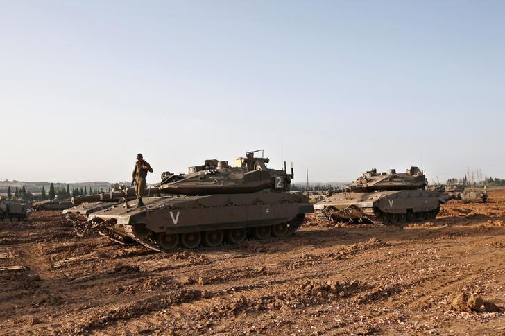 Israeli tanks near sothern border (Photo: Reuters)