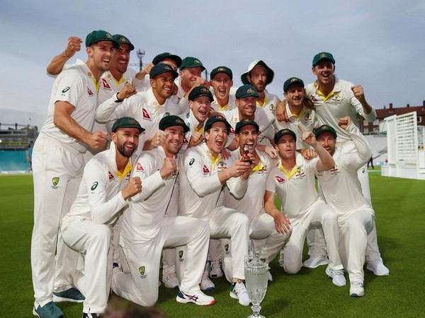 Australia cricket team with Ashes 'urn'