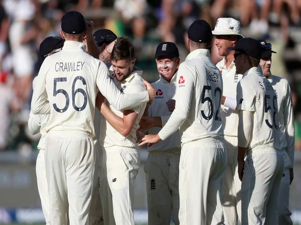 England players celebrate after taking the wicket of Faf du Plessis