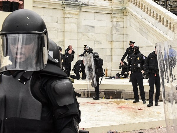 US Capitol police (Credit: Reuters Pictures)