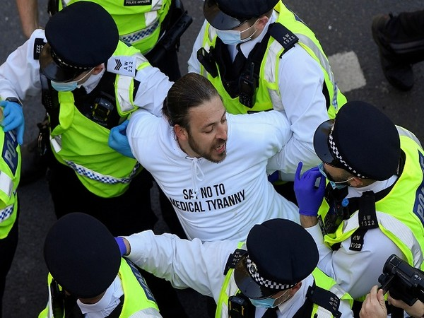 London police arresting an anti-lockdown protester. (Credit: Reuters Pictures)