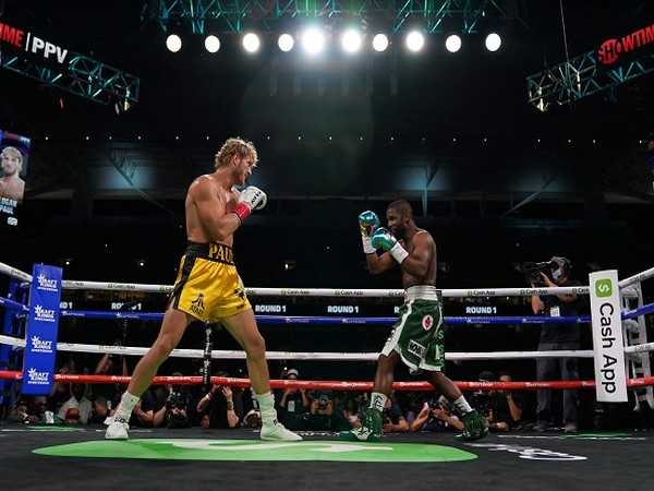 The two boxers in action at Hard Rock Stadium