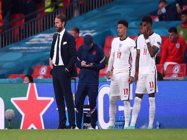 England manager Gareth Southgate with Marcus Rashford and  Jadon Sancho.