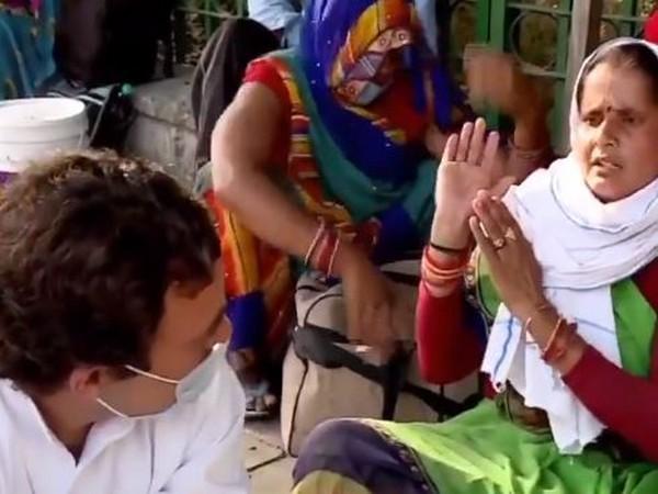 Rahul Gandhi interacting with migrant labourers in in Delhi's Sukdev Vihar. (Photo credit: Congress)