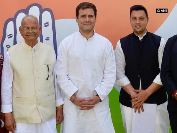 Former Union Minister Sukh Ram and his grandson Aashray Sharma (right) with Congress president Rahul Gandhi in Delhi on Monday.